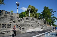 Киев отремонтировал гранитную лестницу к фундаменту Десятинной церкви