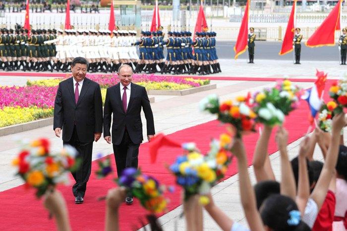 Во время церемонии официальной встречи Путина и Си Цзиньпина.