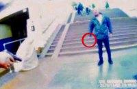 """В Киеве на станции метро """"Славутич"""" мужчина напал на полицейского за замечание об отсутствии маски"""