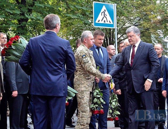 Президент Петр Порошенко и начальник Генштаба Виктор Муженко