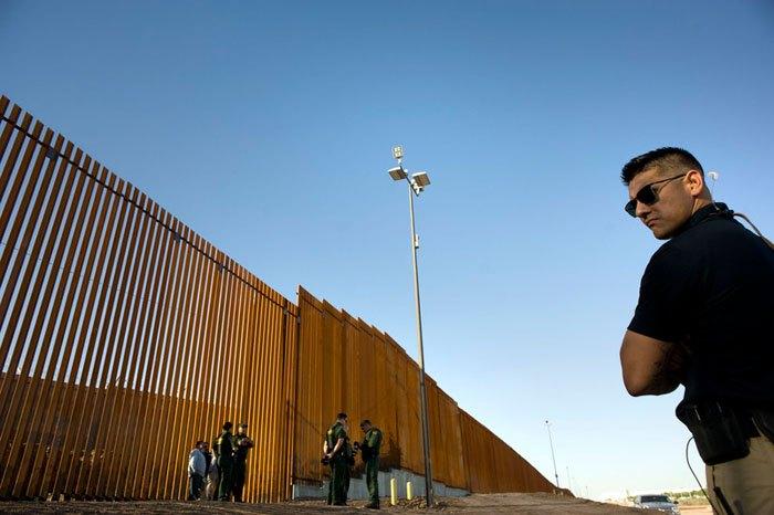 Патруль возле границы между США и Мексикой