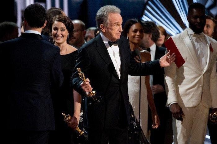 """Уоррен Битти рассказывает, как так получилось, что """"Оскар"""" за лучший фильм сначала дали не тому фильму"""