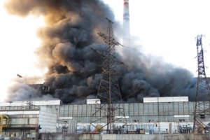 У Азарова назвали причину пожара на Углегорской ТЭС
