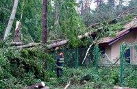 На Польшу обрушился ураган, спасатели предупреждают о шквалах в Украине