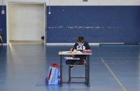 Влада доручила порахувати школи і садки, які працюють у червоній зоні, і покарати винних