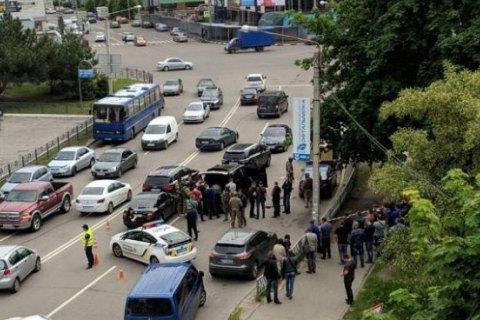 У центрі Харкова затримали джип зі зброєю