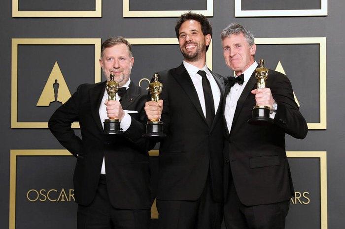 Гийом Рошерон, Грег Батлер и Доминик Туохи с Оскаром за визуальные эффекты, фильм «1917»