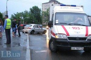 В Донецке Daewoo и большегруз сбили девушку и скрылись с места происшествия