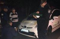 В Киеве пьяная компания напала на патрульных и разбила их автомобиль