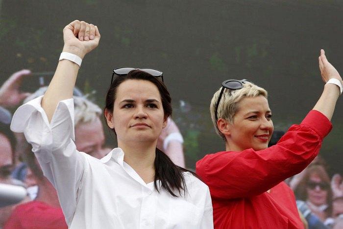 Мария Колесникова и Светлана Тихановская на акции оппозиции