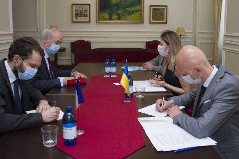 Украина просит Париж отреагировать на визит французских депутатов Европарламента в оккупированный Крым