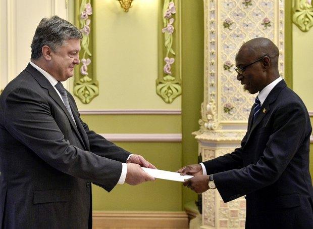 Петр Порошенко принял верительную грамоту в посла Республики Сенегал Амаду Дабо