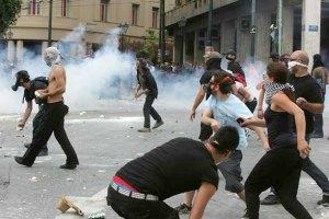 В Афинах анархисты напали на взвод спецназа