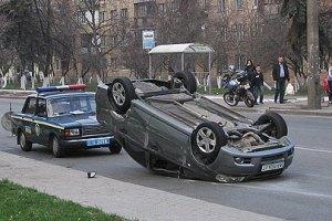 В Киеве из-за ДТП автомобиль 20 метров проехал на крыше