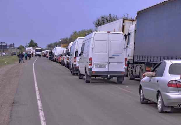 Очередь из автомобилей на границе с Крымом