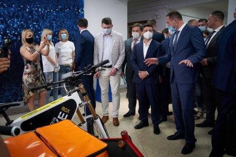 Зеленский во время визита в Чернигов встретился с кандидатом в министры образования Шкарлетом