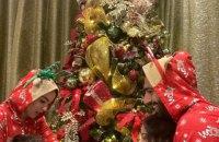 Салах снова напрашивается на осуждение мусульман: Мо выложил рождественские фото с женой и детьми