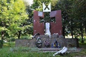 Во Львовской области вандалы разгромили памятник УПА