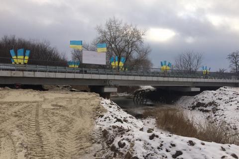 У Сіверську відновили знищений бойовиками міст