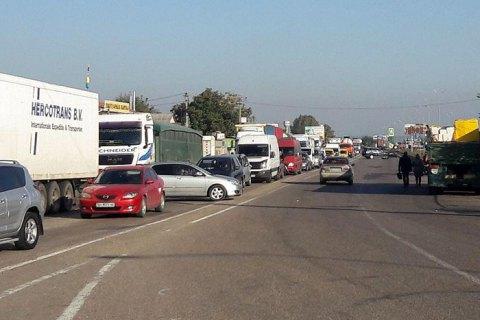 Украинские водители устроили акцию с перекрытием дорог из-за дорогого бензина