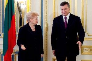 """Президент Литвы: Янукович выбрал путь """"в никуда"""""""