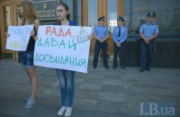 Пять нардепов пошли на выборы самовыдвиженцами