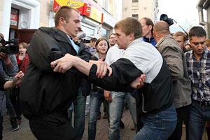 В Минске оппозицию разогнали слезоточивым газом: 100 задержанных