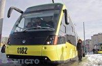 Львов ввел безналичную оплату за проезд в трамваях и троллейбусах