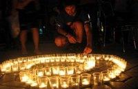 """В Симферополе свечами выложили фразу """"Сохраним мир"""""""