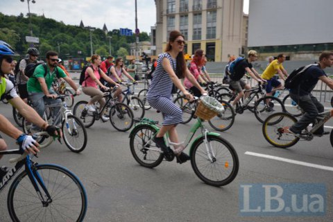 У Києві на місці колишнього трамвая на набережній вирішили побудувати велодоріжки