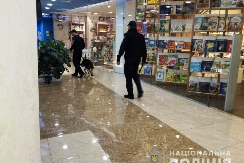 В Одессе эвакуировали более тысячи людей из двух ТЦ из-за сообщения о заминировании