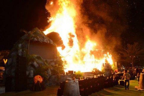 На премьере фильма о Кинг-Конге во Вьетнаме случайно сожгли его пятиметровую статую