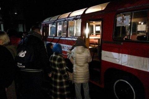Спасатели эвакуировали более 70 человек из-за пожара в пятиэтажке в Ровно