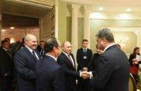 Порошенко и Путин пожали друг другу руки
