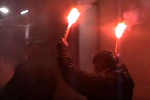В центре Киева неизвестные бросили дымовые шашки в ресторан-караоке