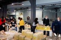 Порошенки з волонтерами зібрали 2 000 продуктових наборів для допомоги людям із вразливих груп