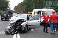 На Ирпенской трассе под Киевом столкнулись две машины, погиб пассажир