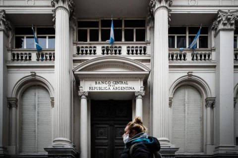 Аргентина допустила дефолт по внешнему долгу