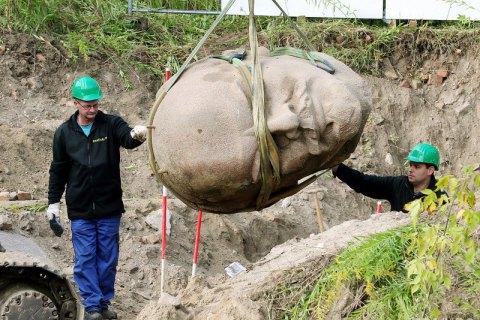 В Германии откопали огромную голову памятника Ленину