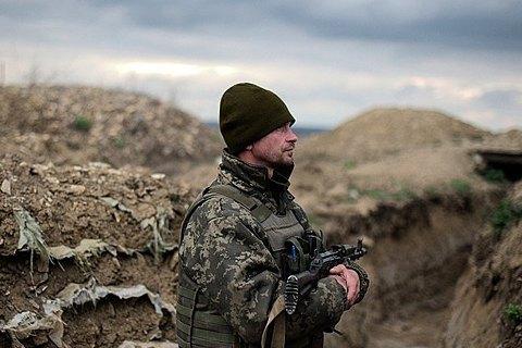 Один військовий поранений за добу на Донбасі