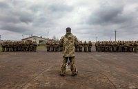 Порошенко доручив Міноборони підвищити зарплати військових на першій лінії ООС
