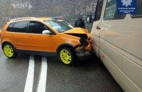В Днепре внедорожник врезался в маршрутку, пострадало 7 человек
