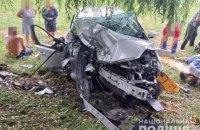 На Волині легкове авто з 12 людьми врізалось у дерево, загинули троє