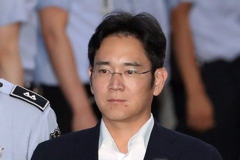 Голова SAMSUNG засуджений на два з половиною роки в'язниці за хабарництво