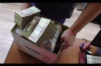 Двое полицейских из Харькова украли 500 тыс. гривен во время следственного эксперимента