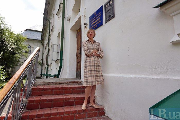 Директорка архіву-музею Олена Чижова