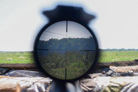 Снайпер боевиков застрелил военного возле Марьинки