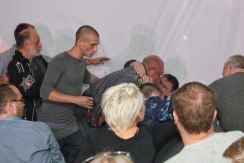 Блогер, ранивший охранника на лекции Павленского, объявлен в розыск