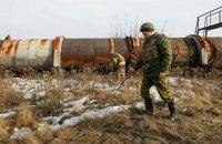 Один военный погиб, двое ранены при взрыве неизвестного устройства