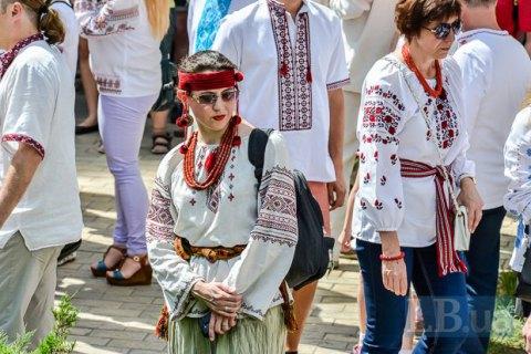 У метро Києва 17 травня пасажирів у вишиванках пропускатимуть безкоштовно